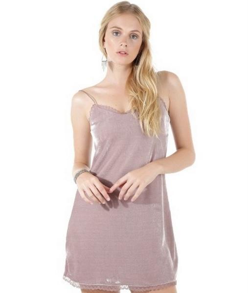 Vestido de veludo lilás de alcinhas finas da C&A