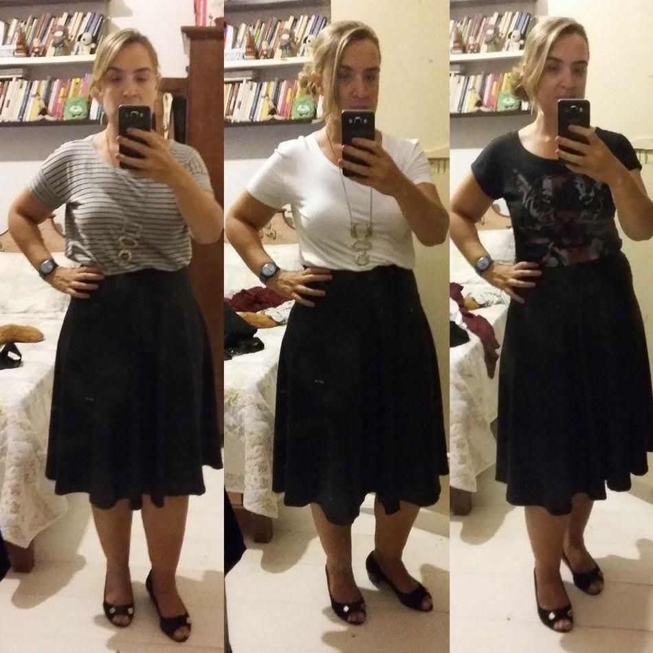 Sabrina usa saia midi preta com camiseta cinza, branca e preta